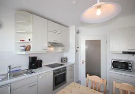 separate Küche mit Eßplatz