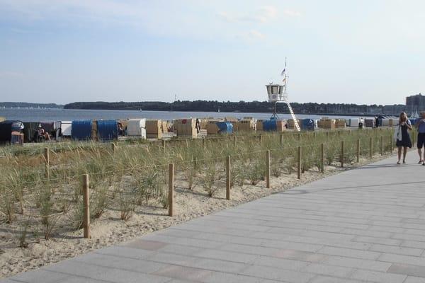 Beste Sicht auf die Förde u. Ostsee mit neuer Promenade und bewachten Strand .