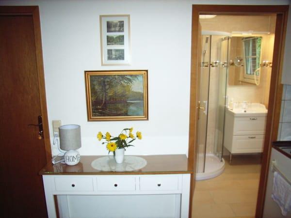 Sideboard, Duschbad, Pantry-Küche