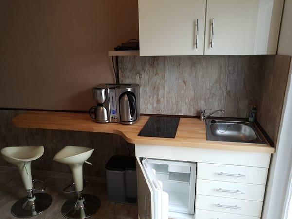 Pantry Küchenbereich und Balkon Zugang