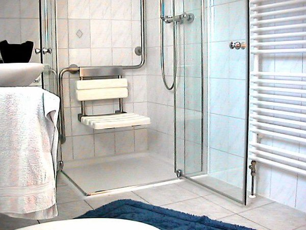 Behindertengerechtes Bad im Erdgeschoss