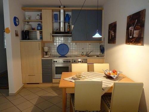Die funktionale Küche mit Esstisch