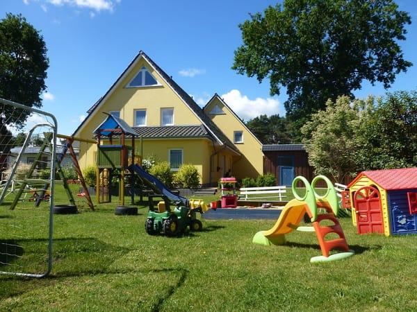 Großer Kinderspielplatz für alle Ostseekrabben