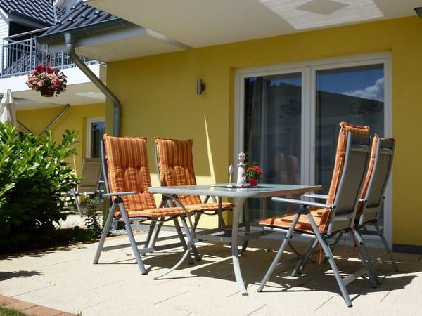 gemütliche Terrasse zum Sonnen und Grillen