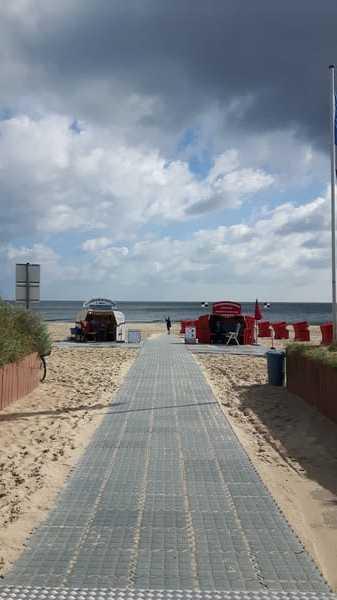 Weg von der Promenade zum Strand