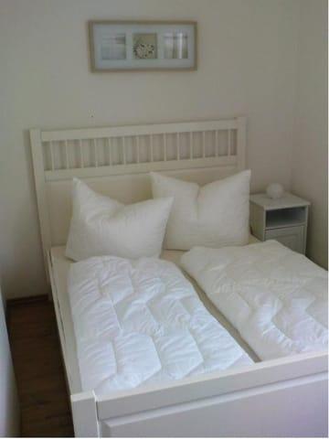 eines der beiden kleineren Schlafzimmer