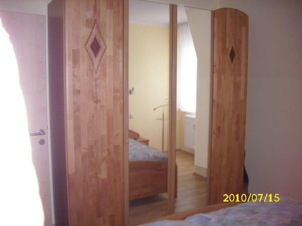 Geräumiger Schlafzimmerschrank