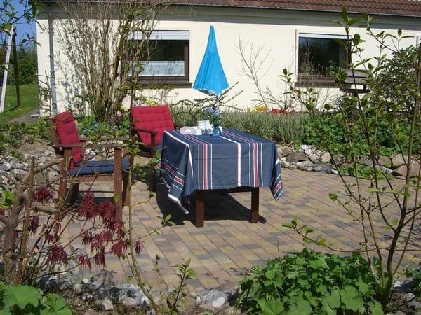Diese Terrasse gehört zur Ferienwohnung.
