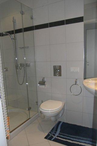 Duschbad mit Handtuchtrockner