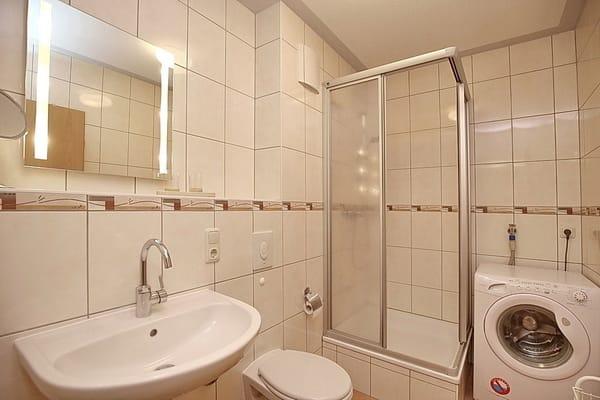 Duschbad mit Waschmaschine