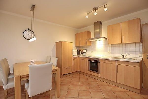 Komplett ausgestattete Küche inkl. Kaffeemaschine, Mikrowelle und Toaster