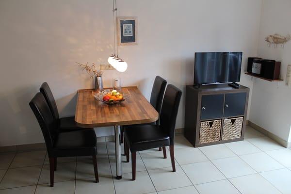 Wohnbereich mit TV und Fußbodenheizung