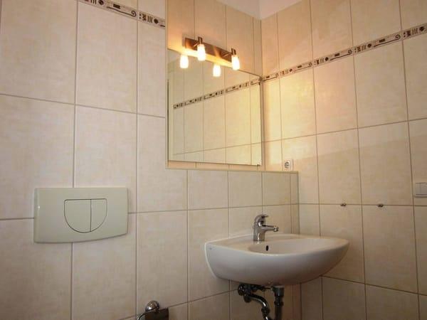 Waschbecken mit schöner Beleuchtung