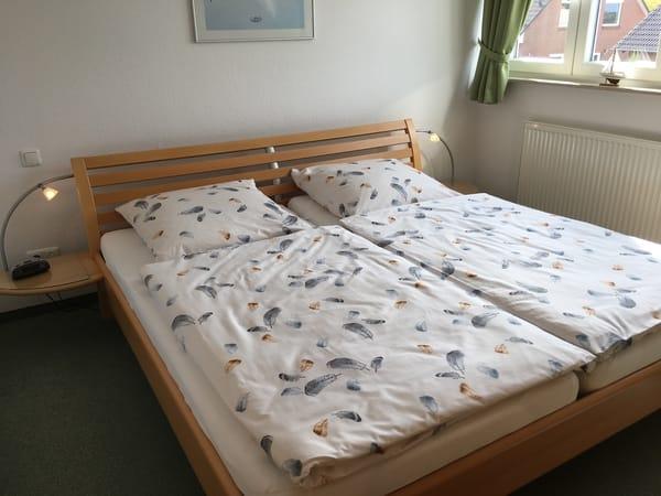 Schlafzimmer (200x200cm Doppelbett)