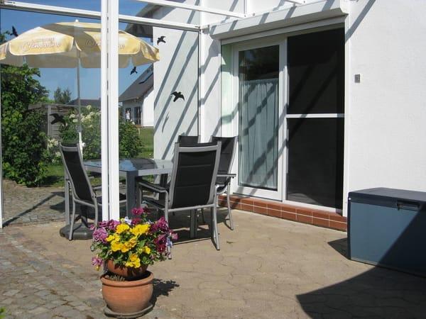 Terrasse und Eingangsbereich