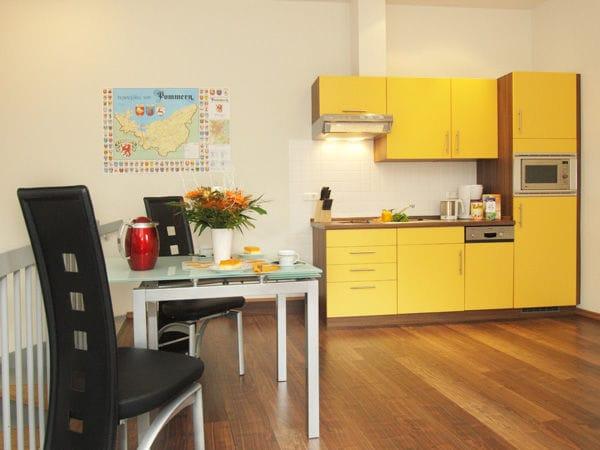 integrierte Küchenzeile mit Eßplatz
