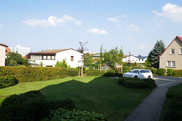 Eigener Parkplatz auf dem Grundstück der Villa