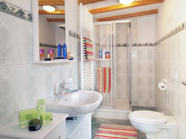 Duschbad befindet sich ebenfalls im 1. OG