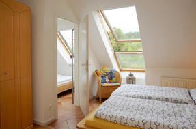 kleiner Schlafraum mit Einzelbett