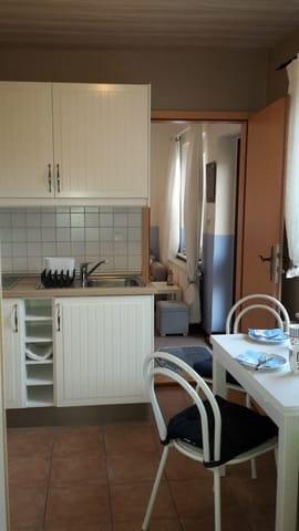 Küche mit Spüle, Herd u.v.m.