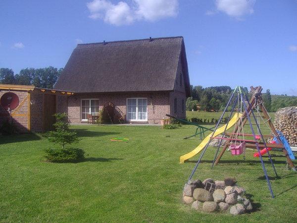 Spielplatz mit Blick aufs Ferienhaus