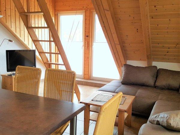 Wohnbereich mit Blick auf Balkon