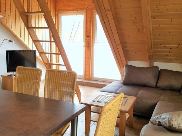 Wohn- Essbereich mit Blick aus Balkon