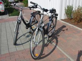 "3 Fahrräder (2 x 28""+1 x 26"" Damenfahrrad)"