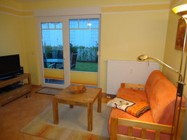 Wohnzimmer mit Sideboard und Flachbild-TV