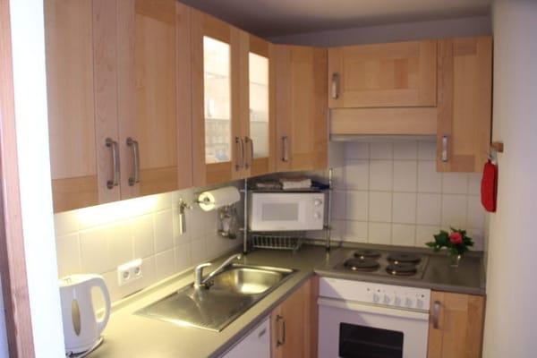In der voll ausgestatteten Küche lässt es sich gut werkeln.