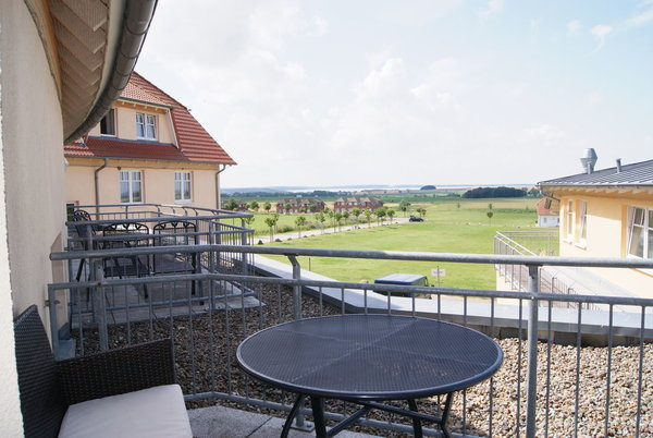 der fast 15 qm große Balkon mit Boddenblick