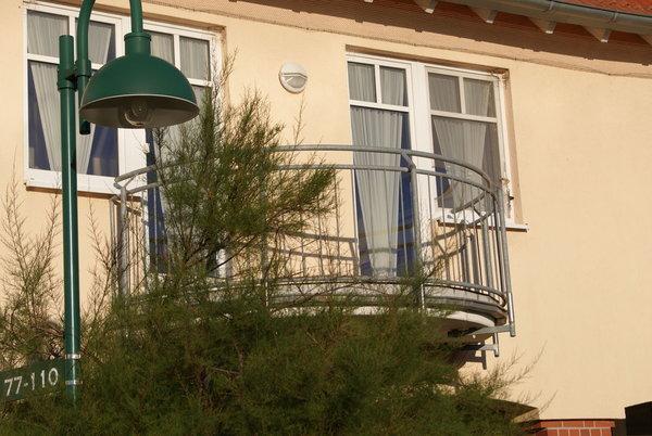 der Balkon der Whg 308; von hier fällt der Blick auf die Therme