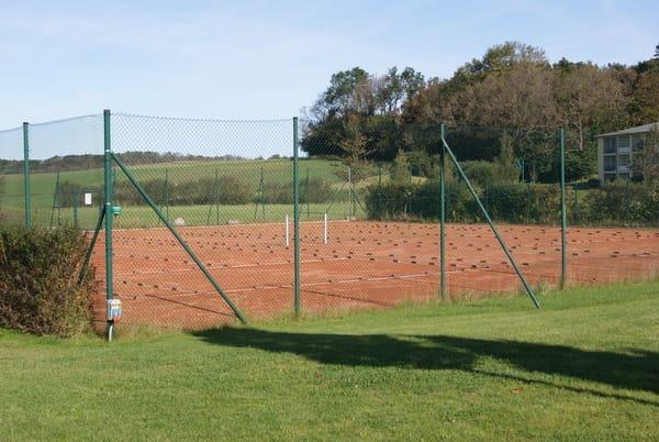 die Tennisplätze der Anlage