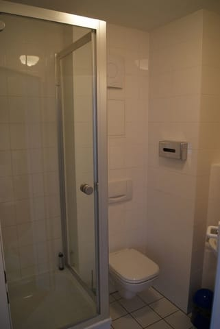 das kleine Duschbad mit Glasdusche
