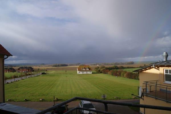 Blick über die Felder zum Bodden