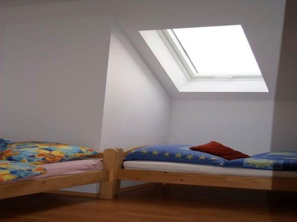 zweiter Schlafraum mit Einzelbetten