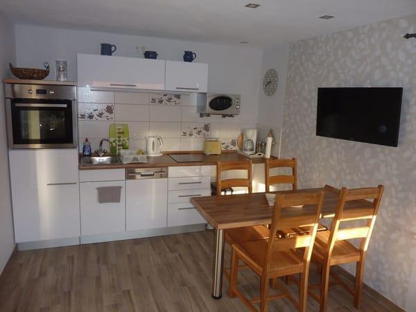 Küchenzeile mit E-Herd,Kühlschrank,Geschirrspüler,Mikrowelle u.Elektrokleingeräte