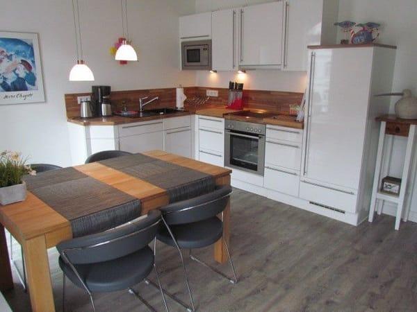 Vollausgestattete Küche und Platz für ein Essen mit 4 Personen