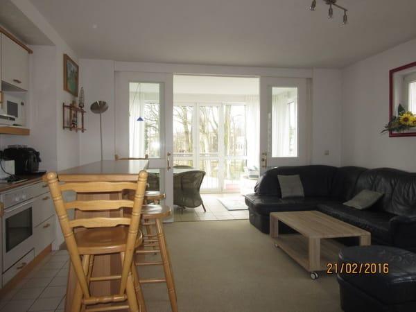 Wohnzimmer mit Pantry 24,64 m2 Doppelbettcouch  ausziehbar