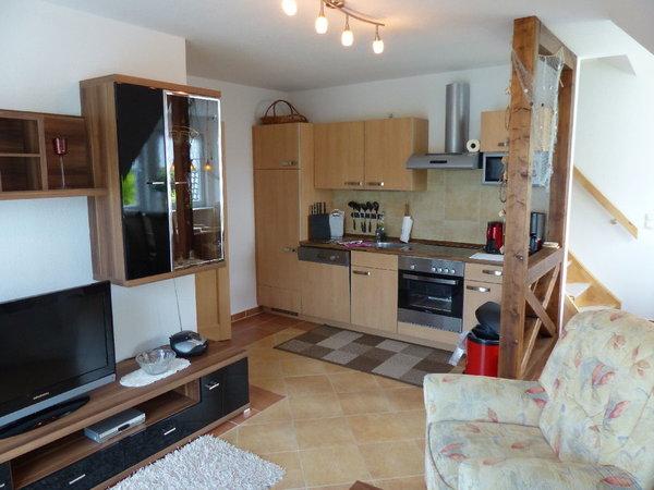 Wohnzimmer mit Küche (Balkonwohnung)