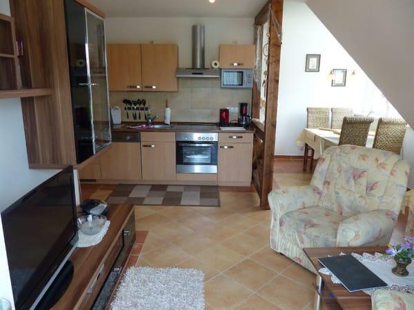 Wohnzimmer mit Küche und Balkon ( WLAN )