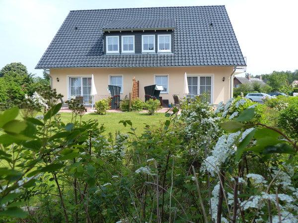 Außenansicht: Haus D, mit großer  Terrasse