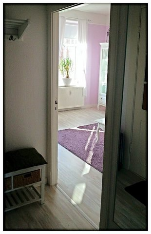 Blick vom Flur ins Wohnzimmer