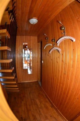 Flur mit Treppe in die obere Etage