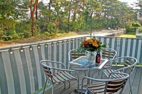 Der Balkon zur Meerseite ist der ideale Ort zum Frühstücken in der Morgensonne.