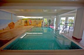 Das Schwimmbad ist mit einem beheiztem Pool ausgestattet.