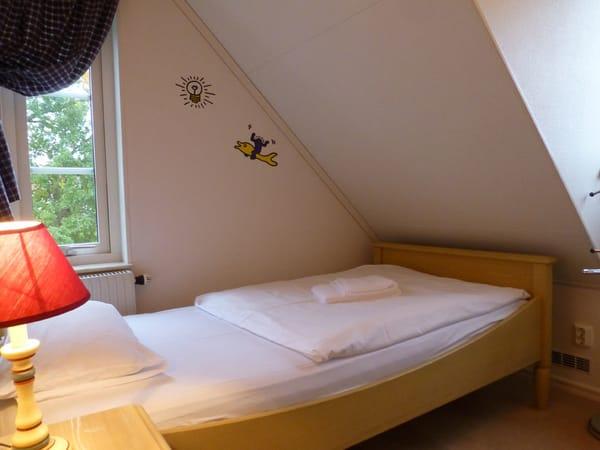 Ferienhaus Residenz zu den 3 Tannen Zingst - kleines Schlafzimmer mit zwei Einzelbetten