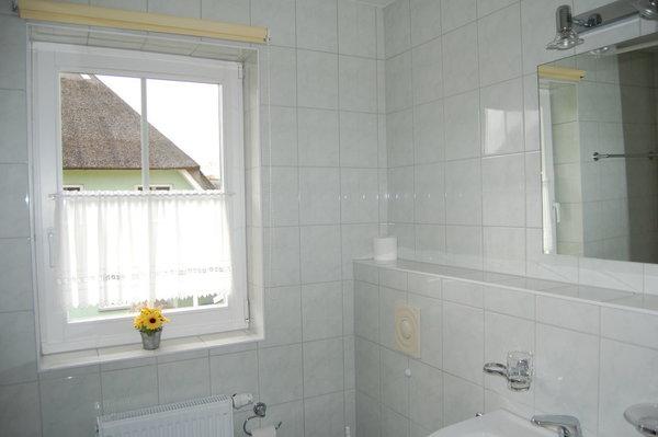 Bad im Obergeschoss mit Wanne