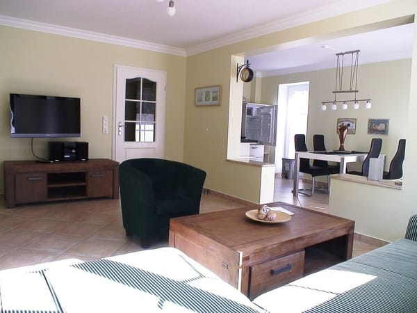 Max Wohnzimmer mit Blick in den Küchenbereich