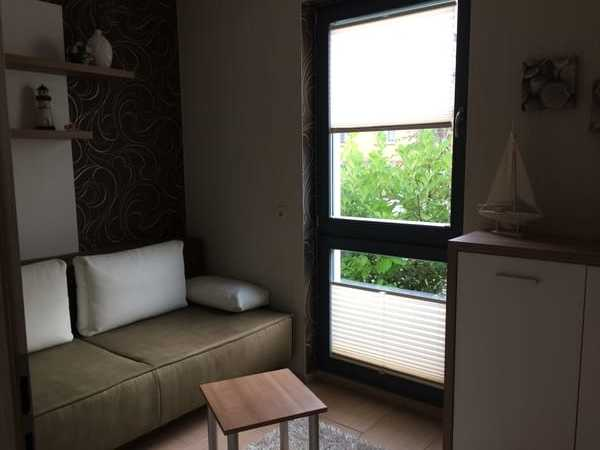Das kleine Schlafzimmer mit ausziehbarer Couch